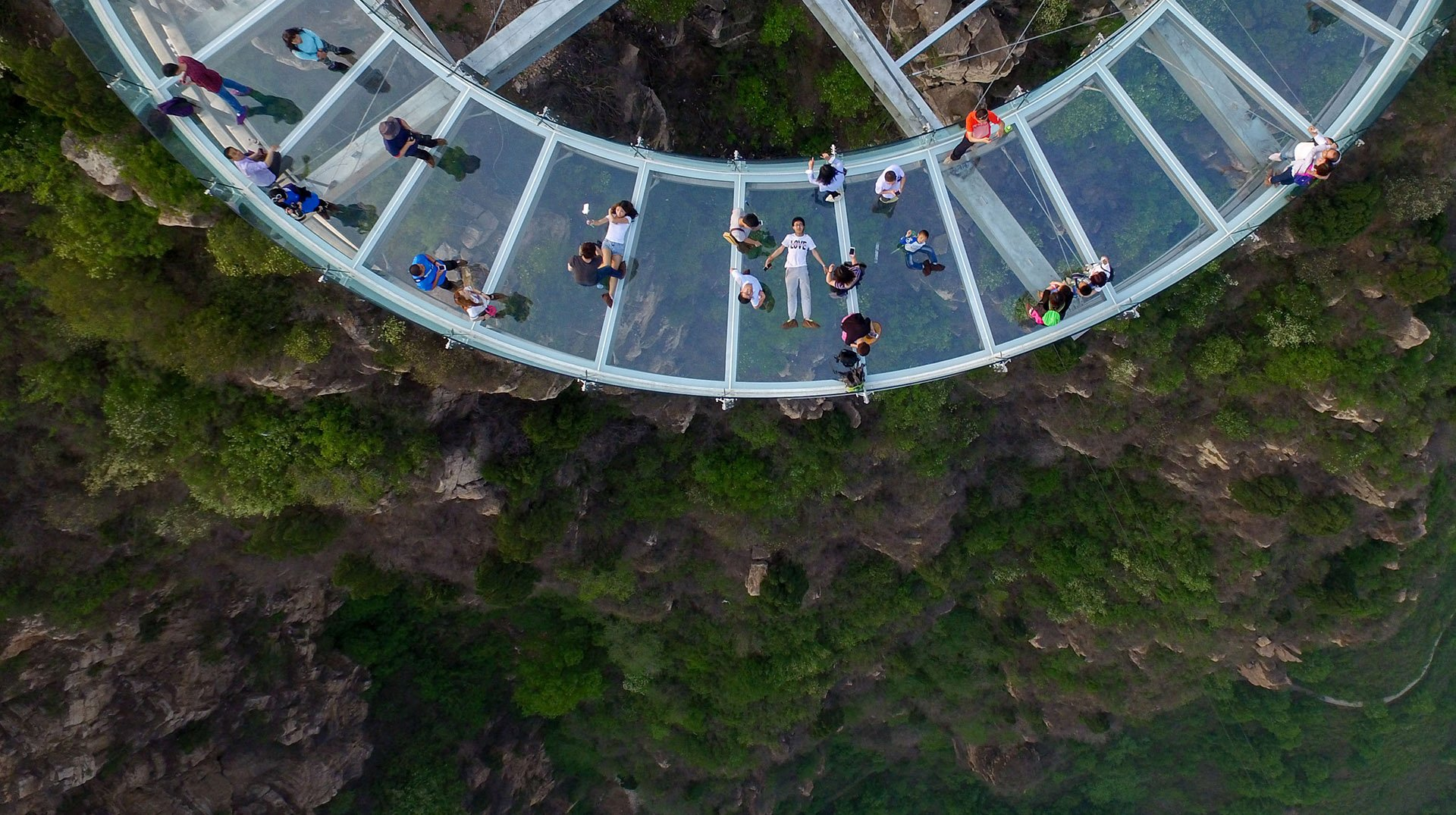 La atracción turística ofrece a los visitantes una vista vertiginosa sobre los alrededores