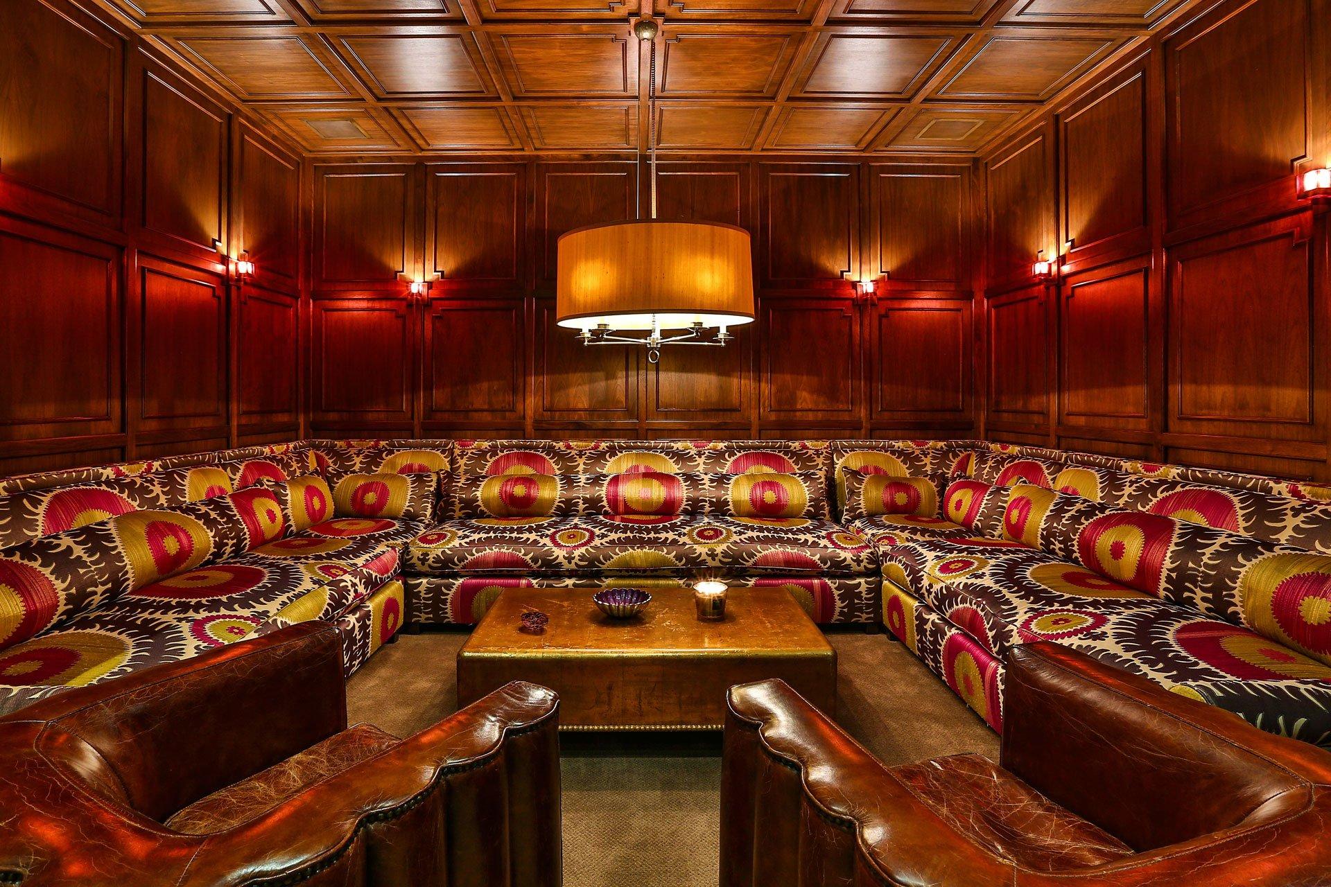 En el subsuelo existe un lugar exclusivo: el pub. Allí se disfrutan tragos en la tranquilidad del hogar