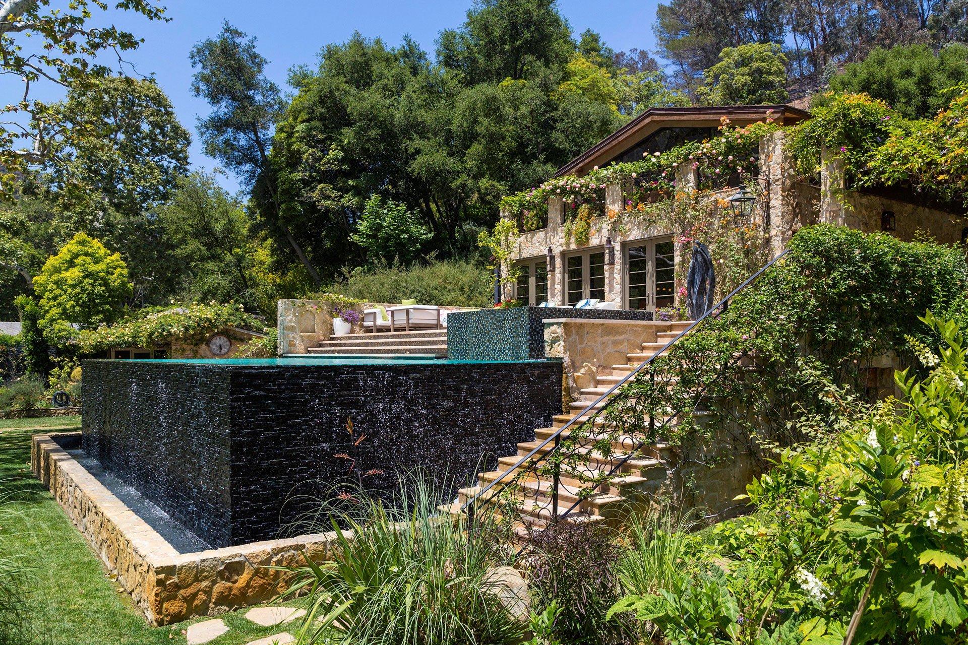 Jennifer Lopez compró la mansión por 28 millones de dólares. Está en la exclusiva zona de Bel Air, en Los Ángeles.