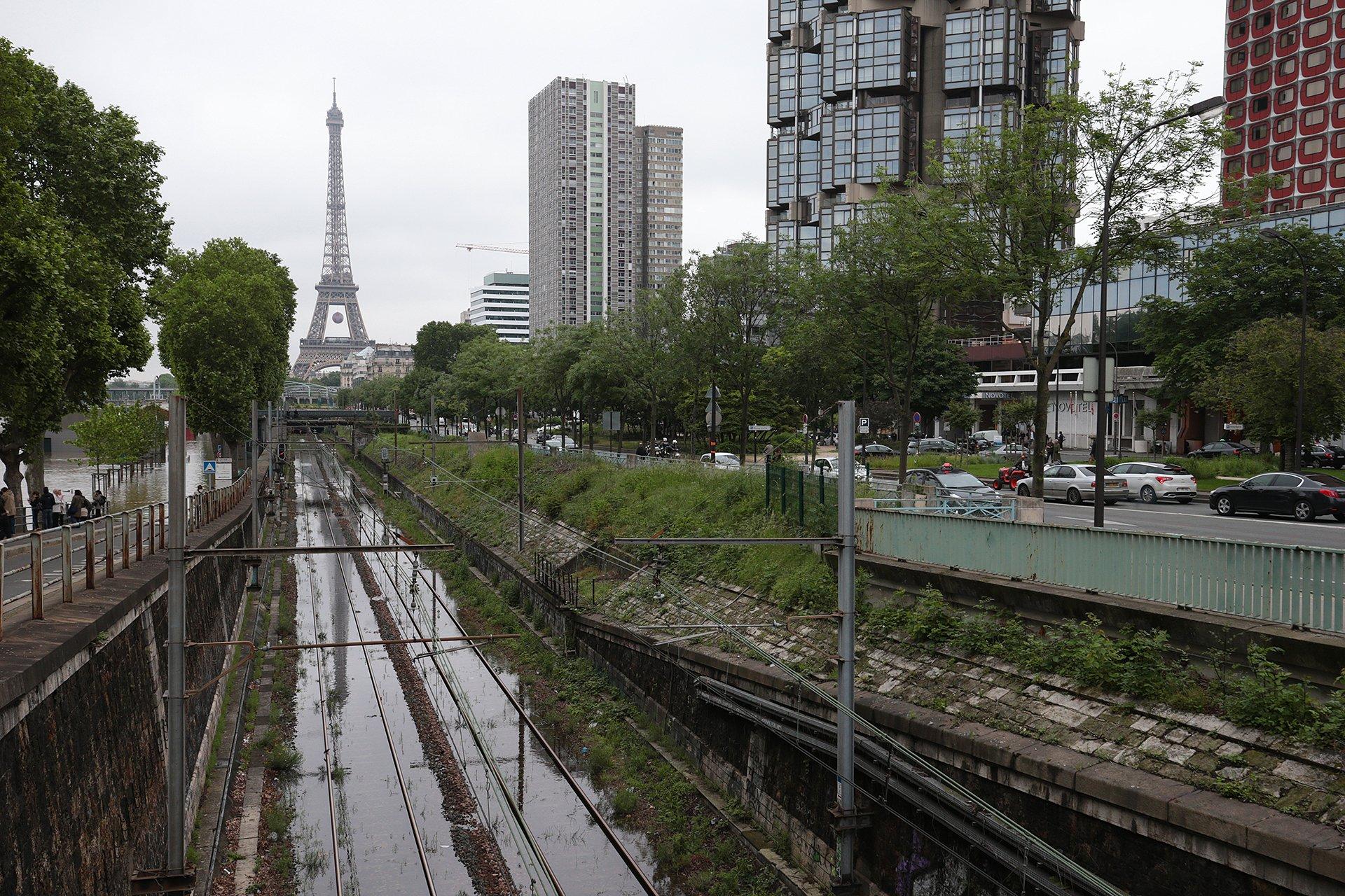 Muchos caminos y vías férreas están cerrados hasta que se normalice la situación
